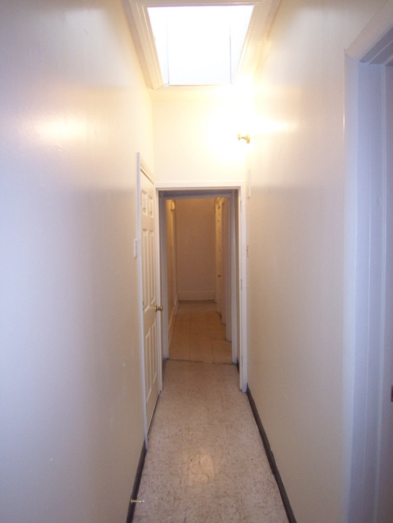 entry skylight 1108wkingstentryhallwayfacingback skylightaboveg16i26jpg