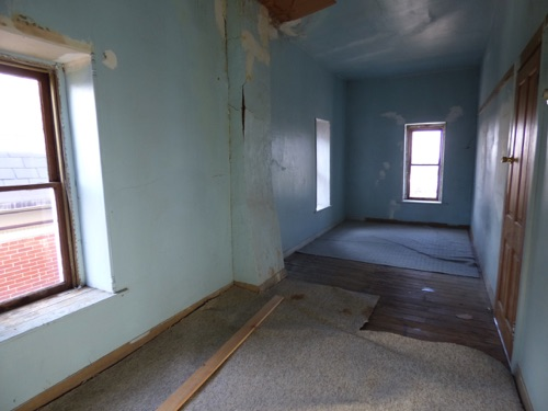 32_19_S._Pleasant_Ave_3rd_floor_attic_storage_room_facing_front.jpg